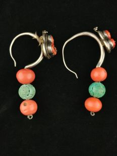 Antique earrings in silver and coral - Tibet, early 20th Century