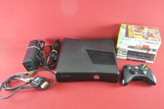Microsoft Xbox 360 4GB Arcade with 9 games eg. Boarderlands, Halo, Assassin's creed and more