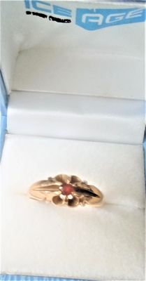 Vintage 18 ct  Gold  & Ruby  Stone   Set  Ring