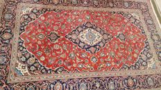 Beautiful Persian Yazd Carpet (signed Nasirian).The carpet is in very good condition. 300 cm x 202 cm, 250000 knots per sq. meter - TOP