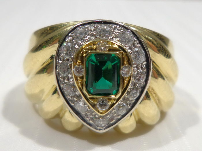 Emerald Ring, Yellow Gold 18 Kt, Diamonds, IT 16 - FR 56, NO RESERVE