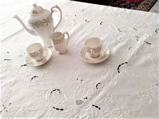 Rectangular tablecloth for 8 diners, hand embroidered, unused.