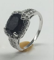 Gold Ring With Dark Sapphire and diamond, ringsize EU 54 US 7
