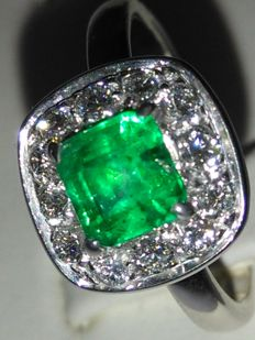 18 kt gold cocktail ring with Columbian emerald and natural diamonds for 1.50 ct  NO RESERVE PRICE