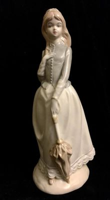 "A beautiful , vintage , spanish  , Valencia ,  porcelain , "" Sambo "" (Group Lladró)  , "" The elegant young Lady """