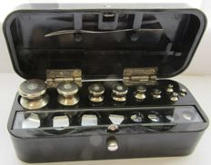 Full set  of laboratory weights - Bulgaria, Kafardzhiev Sofia 1975 - in original bakelite case