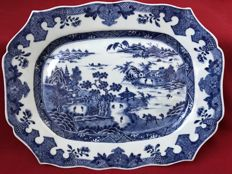 Blue & white platter with a Chinese landscape (A) - China - ca. 1760 (Qianlong period)