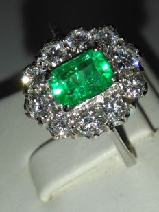 Gold cocktail ring with Columbian emerald and natural diamonds for 1.50 ct. Comes with certificate of authenticity and guarantee (NO RESERVE PRICE)