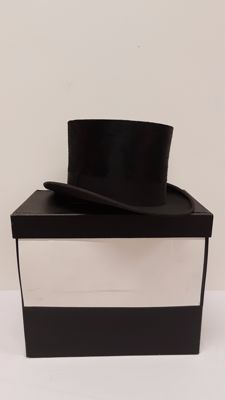 Empire - Top hat and matching hat box, mid-20th century
