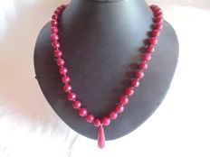 18 kt gold, with 750 hallmark, rubellite jade necklace with 18 kt gold clasp - 58 cm