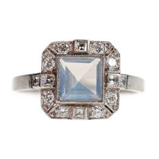 Platinum Ring with Diamond and Moonstone, era: Art Deco (1915-1935).