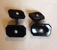 Cufflinks in onyx and platinum with 4 diamonds from early 1900s