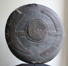 Very Old, Archaic Boiken Bowl with Extremely Nice Clan Ornamentation