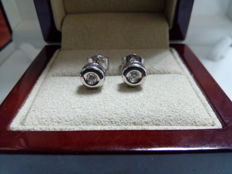 Pair of 18 kt white gold earrings with one diamond of 0.10 ct each one