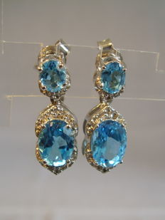 Two level earrings with blue and white topazes, 3.5ct in total.
