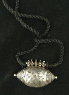 Antique silver pendant - India, mid-20th century