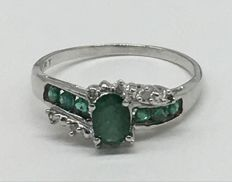 14kt Gold Ring with diamonds 0.03 ct and  emerald - Ring Size: US 7