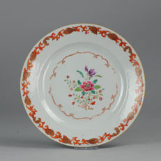 Famille rose plate with decoration of shells in the rim - China - 18th century