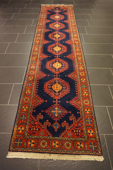Old handwoven Persian carpet, Wiss Viss 90 x 350 cm, made in Iran, natural colours