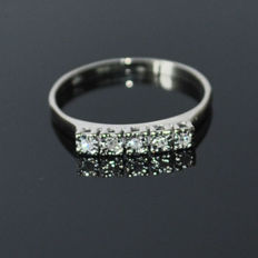 Ring made of 14 kt white gold with 5 diamonds of approx. 0.10 ct – ring size 54