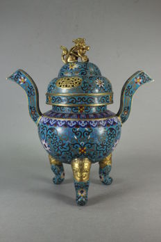 This is an incense burner made of copper and enamel - China - first half 20th century (Republic period 1912-1949)