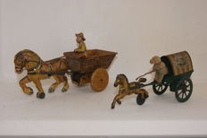 "Penguin/Marx, England - Length 22-24 cm - Tin ""Horse with Cart"" and ""Farm Cart with Horse and Driver"", 1930s/40s"