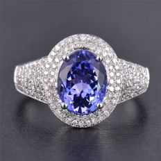 2.40 Ct Oval Shape Tanzanite & Diamond Ring, 18 Kt. White Gold Ring, Size US 7  ***NO RESERVE***