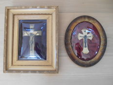 2 crucifixes behind glass from ca. 1910 - beautiful frames