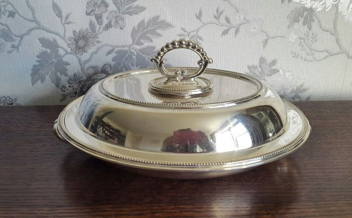 Antique serving dish with lid and detachable handle in English silver plated metal by WH & SBP, dimensions approx. h12x27 cm England - 1900s