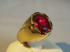 Antique 18 kt gold ring with faceted Verneuil ruby in oval cut of 3.5 ct.