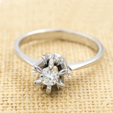 18 kt/750 white gold - 1 brilliant-cut diamond of 0.20 ct - Cocktail ring size: 16 (Spain)