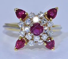 2.50 Ct Ruby with Diamonds, flower ring - No reserve price