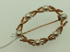 750 GOLD brooch, cultured pearls