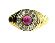 14 kt gold entourage ring set with ruby and diamonds, ring size 17