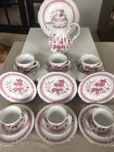 Oscar Schaller China Coffee Service with round cake plate. Motive: Zwiebelmuster (Purple Union) All 20 Pieces Signed
