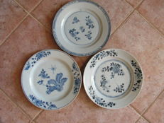 Lot of 3 plates - China - 18th century.