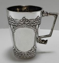 Silver beaker with floral engravings - Germany - first half of the 20th century