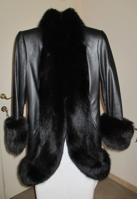 Frank Govers - A black leather coat fully lined with fox fur
