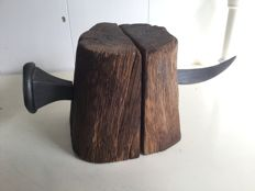 Book objects; Lot with 2 sets of bookends of 'nailed' wood - 2nd half 20th century