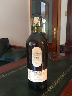 Lagavulin 2016 Islay Jazz Festival Bottle (Cask Strength abv 54.5%) A collectable bottle released during their 200th Anniversary year