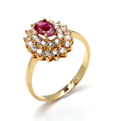 Yellow gold 18 kt ring with ruby and zirconias. Ring size: 16