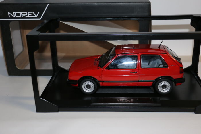 Norev - Scale 1/18 - VW Golf - Red