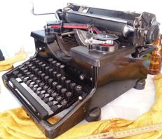 Typewriter of the Torpedo 6 brand.  In working condition. Beautiful Year 1940