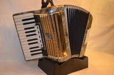 Weltmeister 3-voice 40-bass accordion