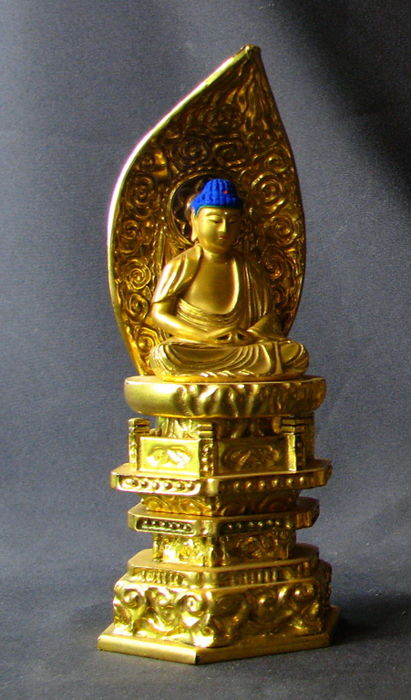 Gold-plated Japanese sitting Amida Buddha - Japan - late 20th century