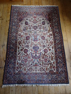 Isfahan carpet / handwoven in China around 1980