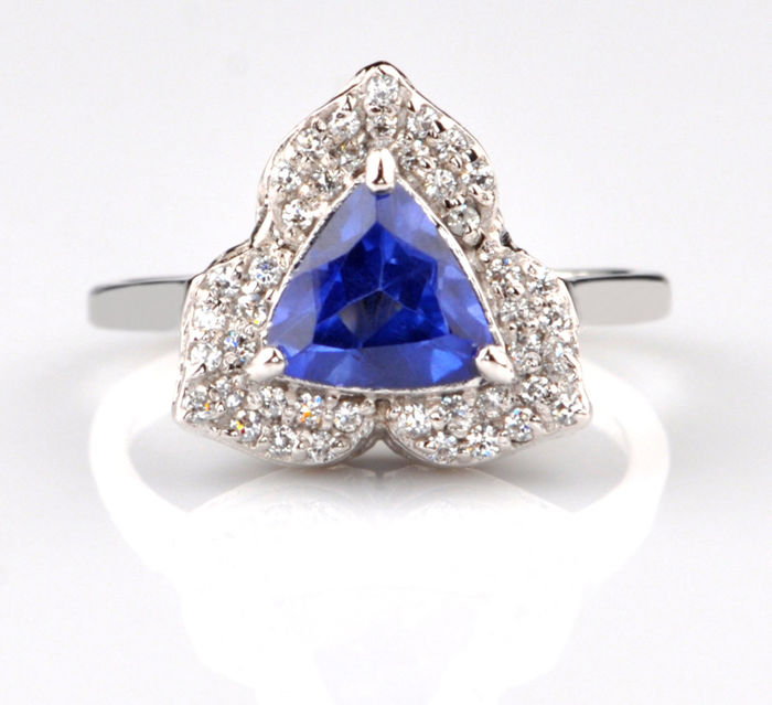 1.65 Ct. Tanzanite & Diamonds 14KT white Gold;US 7; No reserve price