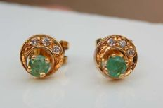 Ear studs with emeralds and diamonds on 18 kt yellow gold - NO RESERVE -