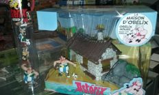 Asterix Battle Tube 7 figures and Asterix House with figure set and LOTR: Noble collection, the one ring