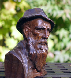 Swiss mountain-farmer carved from solid lime wood - 2nd half of the 19th century
